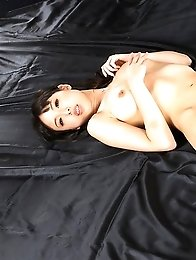 Natsuki Yokoyama gets her feet fucked before getting tied with red rope
